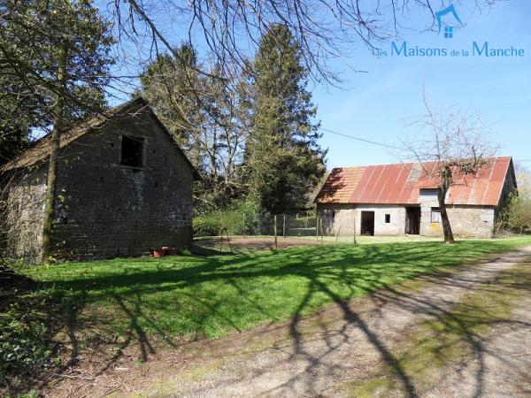 Ancien bâtiment entièrement à rénover à quelques kilomètres de BRECEY