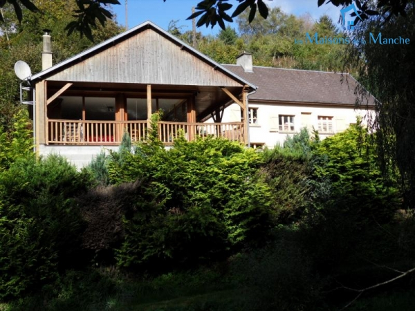 Maison atypique de 177 m² construite sur un rocher à moins de 10 km de BRECEY (50370)
