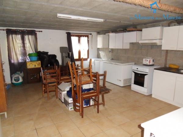 Pavillon de 168 m² sur sous-sol de 90 m² à 4 Km de BRECEY (50370)