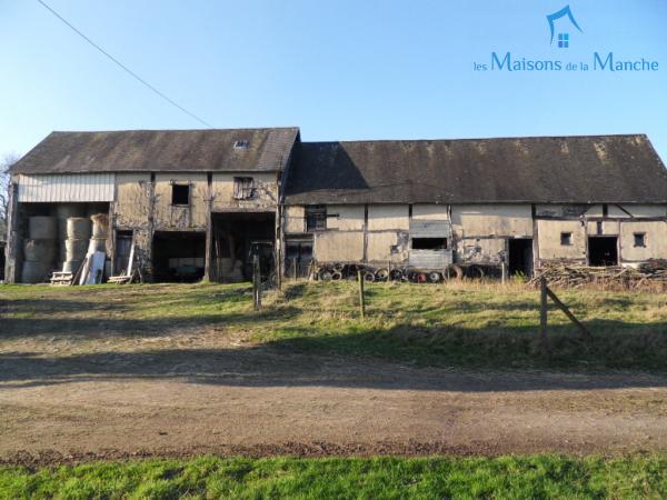 Bâtiment à transformer en habitation et/ou terrain à construire à environ 6 km de BRECEY