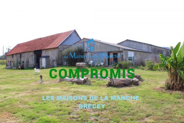 Grand ensemble de bâtiments (partie habitation 121 m²) + annexes 163 m² + hangar et atelier 310 m²