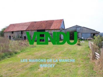 Grand ensemble de bâtiments (partie habitation 121 m²) + annexes 163 m² + hangar et atelier 310 m²-vendu